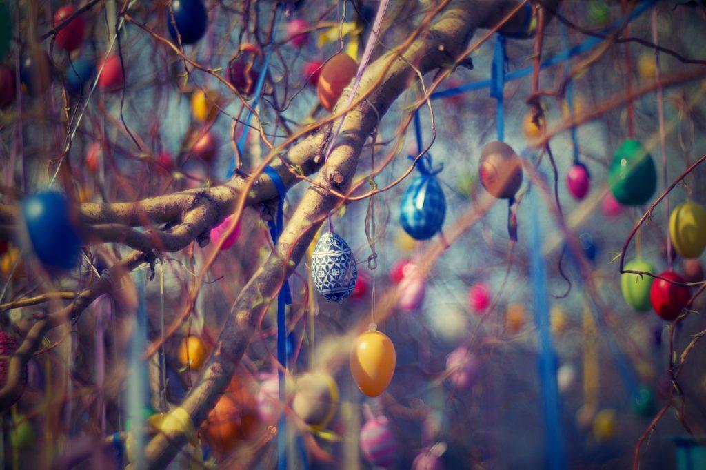 Traditions de Pâques surprenantes dans le monde