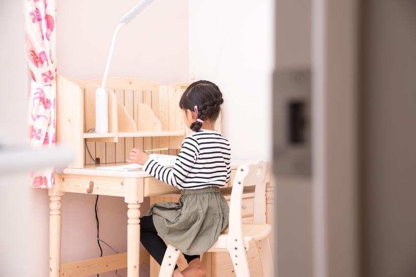 Comment choisir et organiser le bureau de mon enfant ?