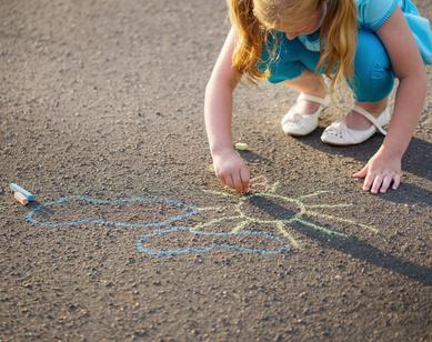 Petits jeux et jouets à emporter en cas de sortie ennuyante pour les enfants