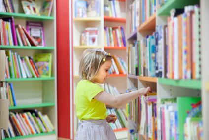 emmener les enfants à la bibliotheque