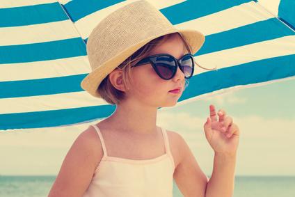 important, les bonnes lunettes de soleil pour enfant