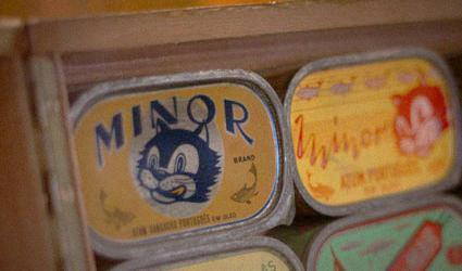 Souvenir de Lisbonne: des boîtes de sardines vintage et délicieuses
