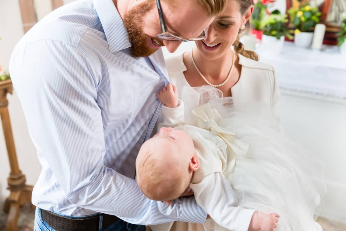 Baptême : quel cadeau pour le parrain et la marraine ?