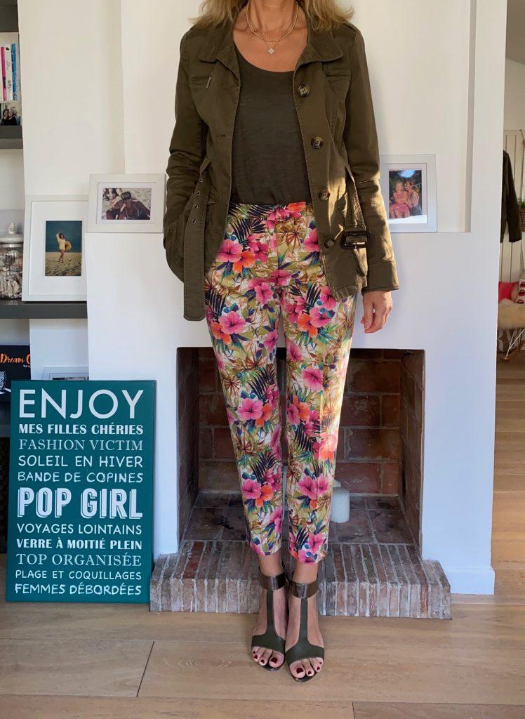 pantalon fleurs tropicales - look Femmes Débordées
