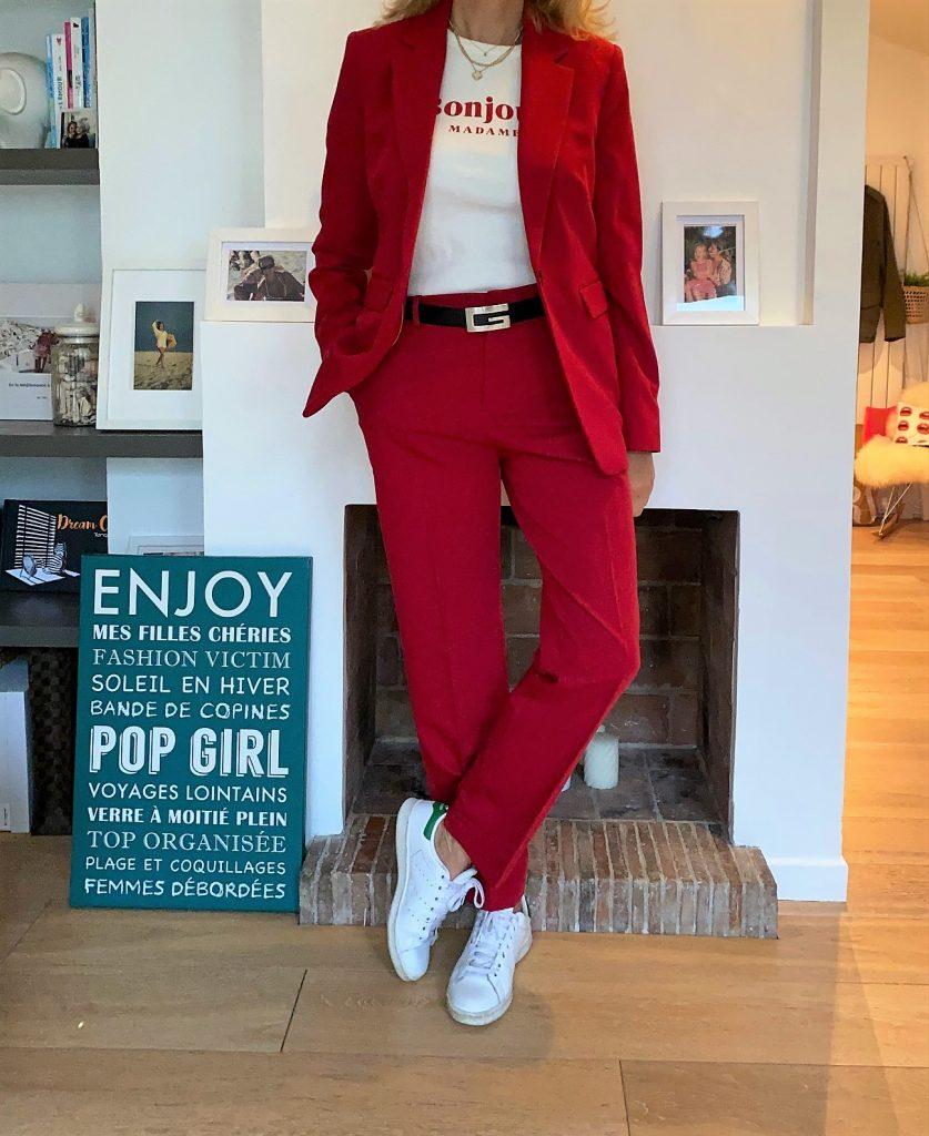 tailleur pantalon rouge - look Femmes Débordées