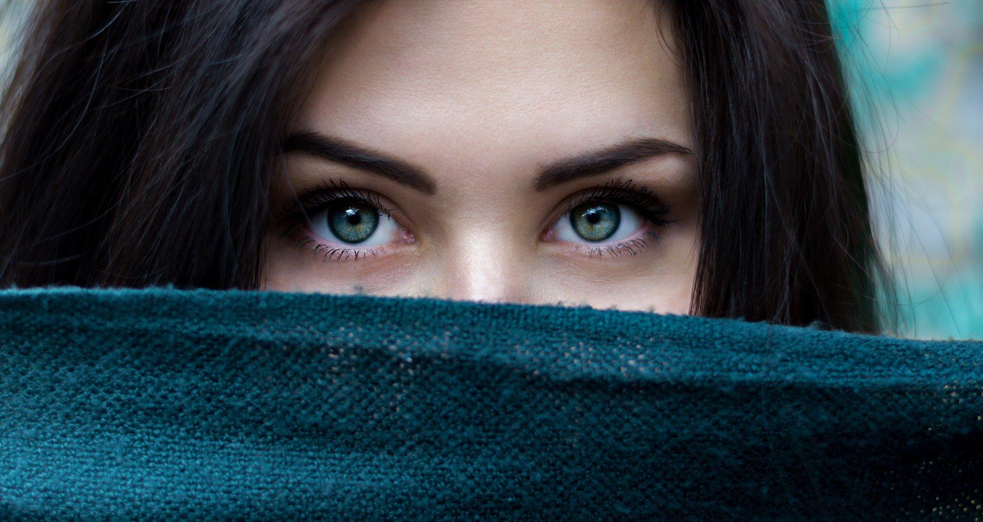 Comment maquiller ses sourcils de façon naturel pour sublimer son regard ?