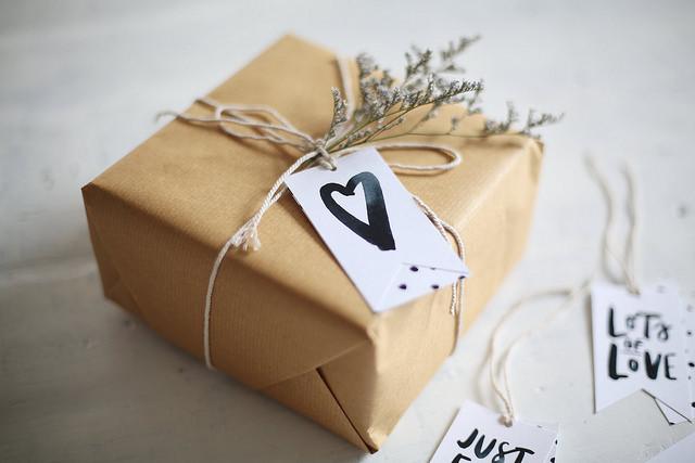 Anticiper les cadeaux d'anniversaire pour faire des économies