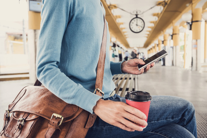10 trucs à avoir dans son sac quand on voyage en train ou en avion