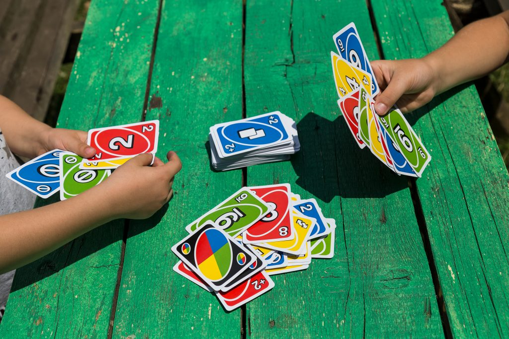 Les 10 jeux faciles à emporter dans les valises des enfants