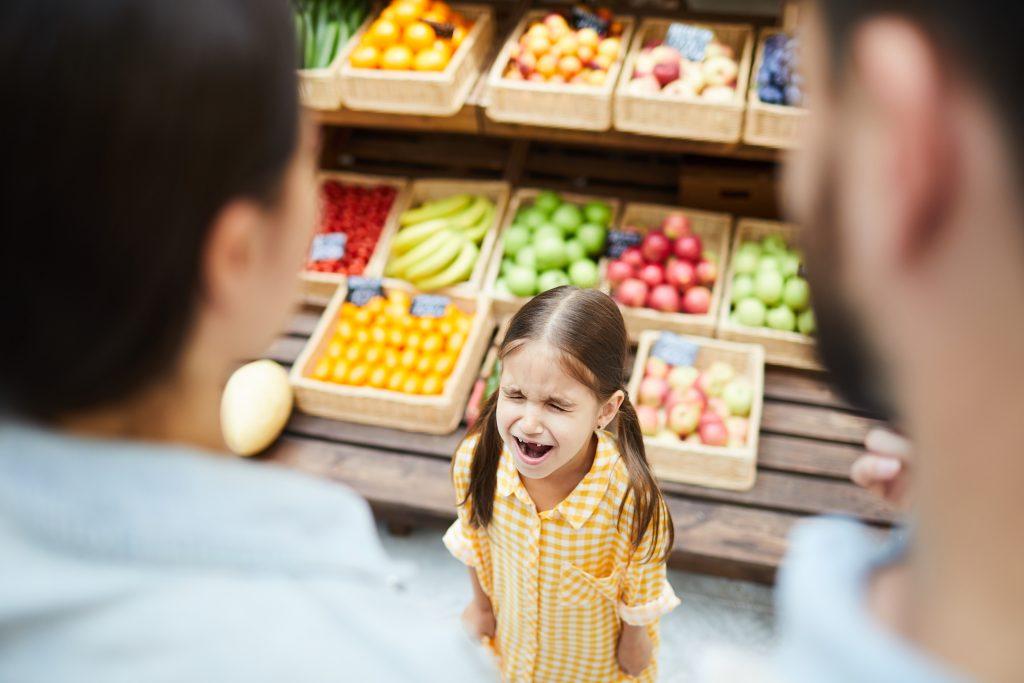 Comment éviter que mon enfant fasse une crise au supermarché ?