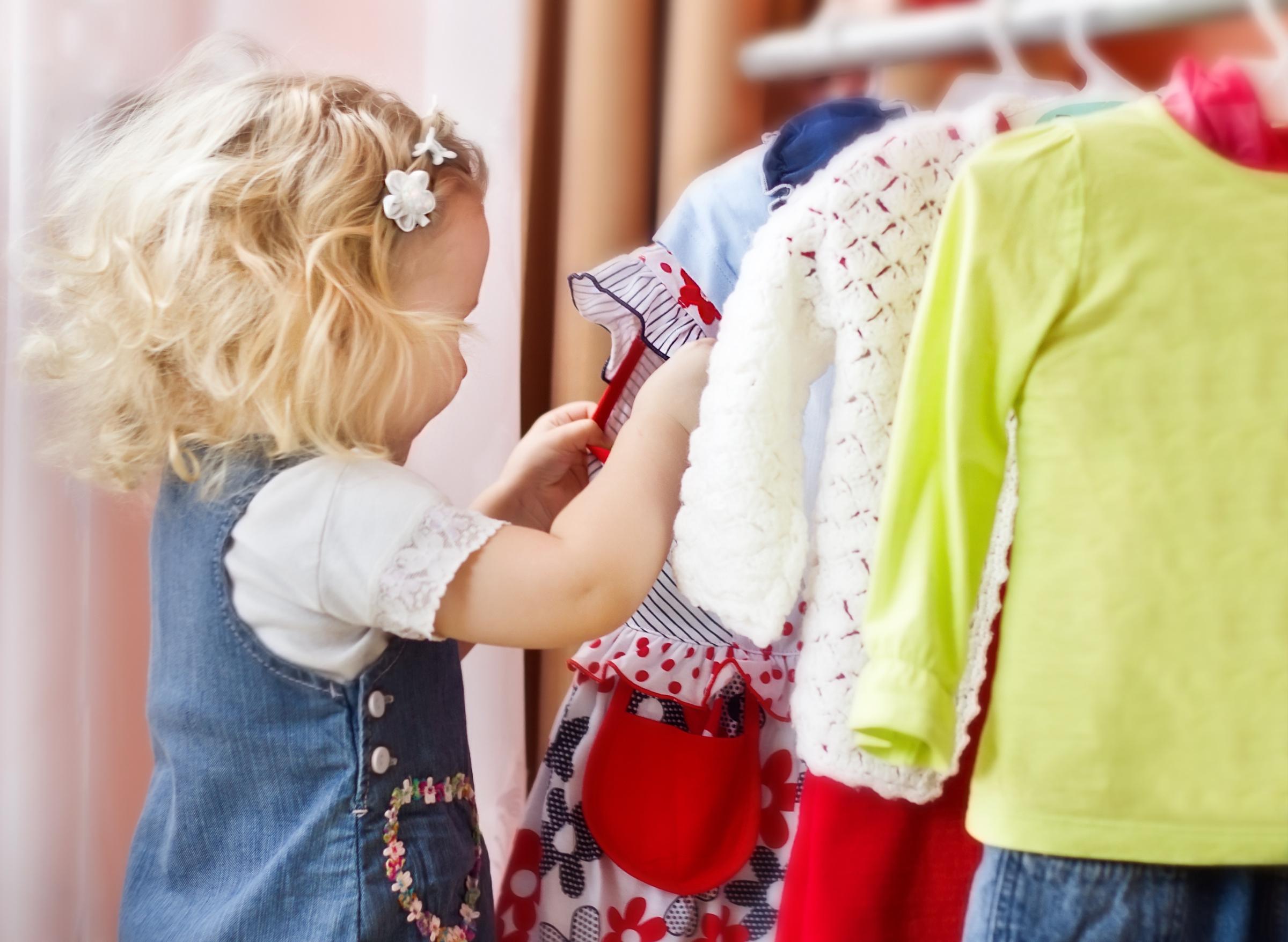 Les 2 trucs à faire à minima une fois par an avec les vêtements de vos enfants !