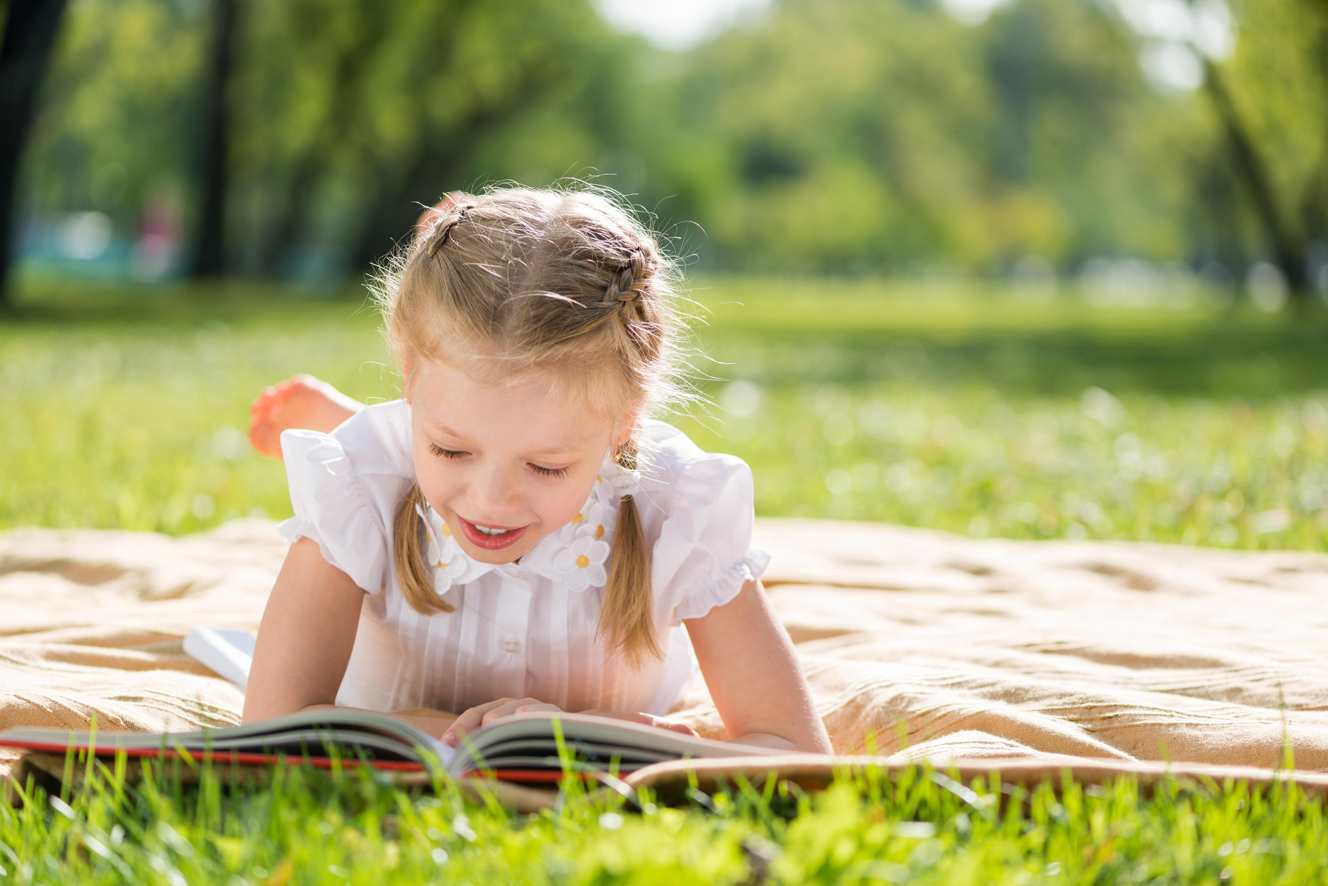 Vacances oui, mais studieuses aussi ! Comment faire travailler son enfant pendant les vacances !