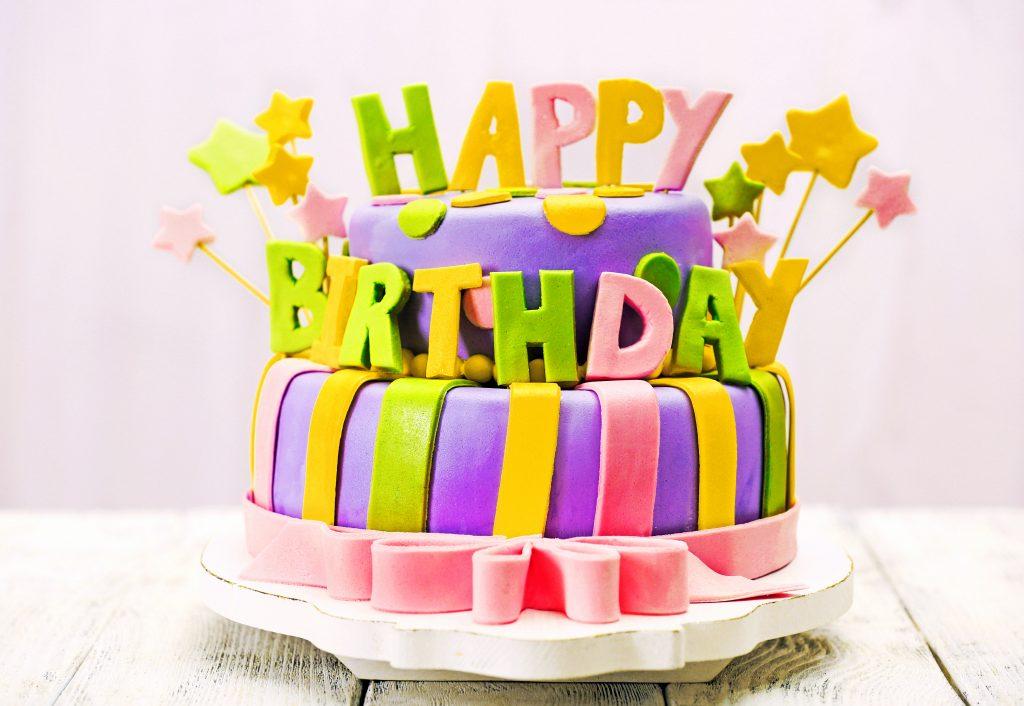 """La pâte à sucre, le secret du gâteau d'anniversaire maison effet """"wahou"""""""