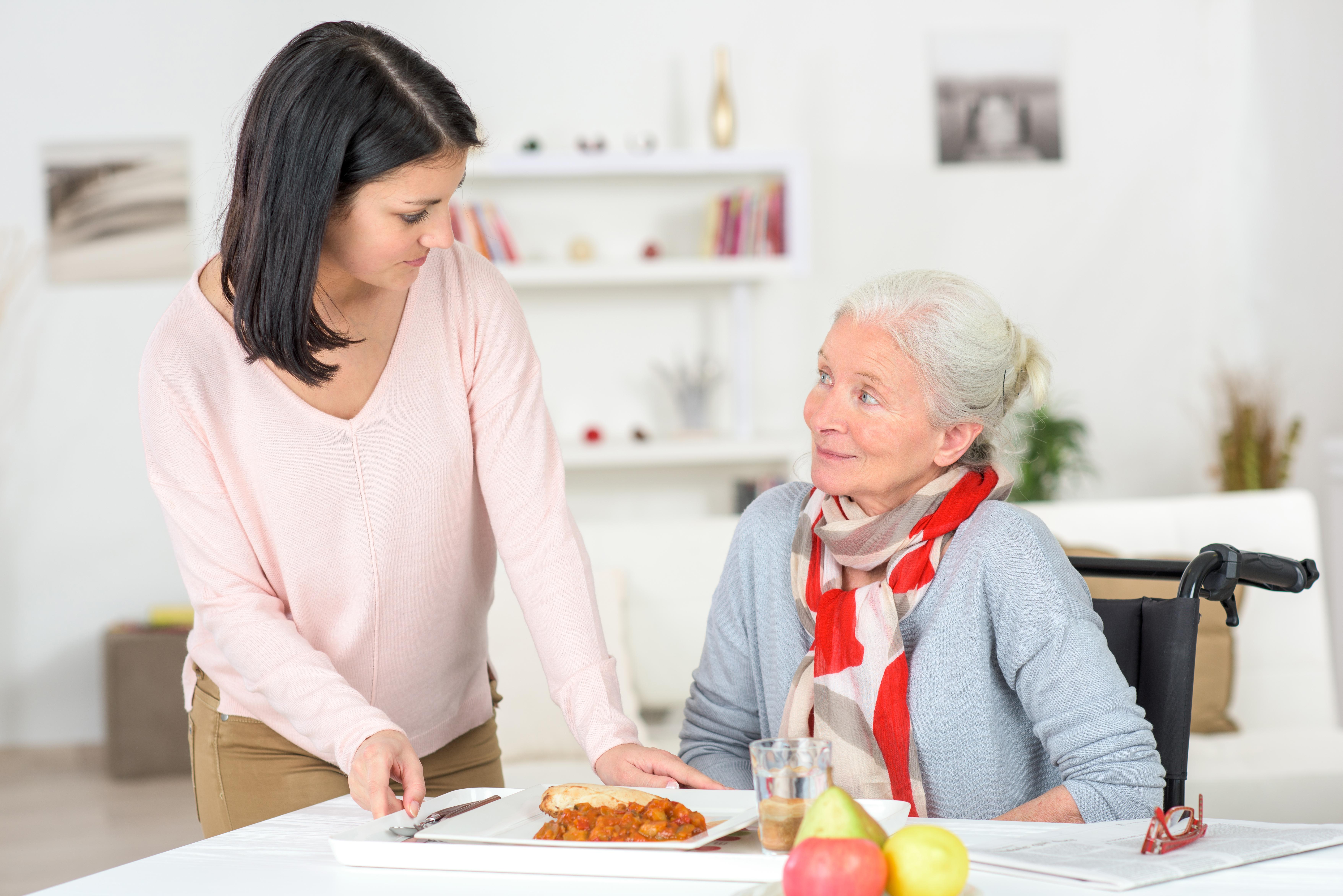 Une aide à domicile pour le confort de mes parents qui vieillissent