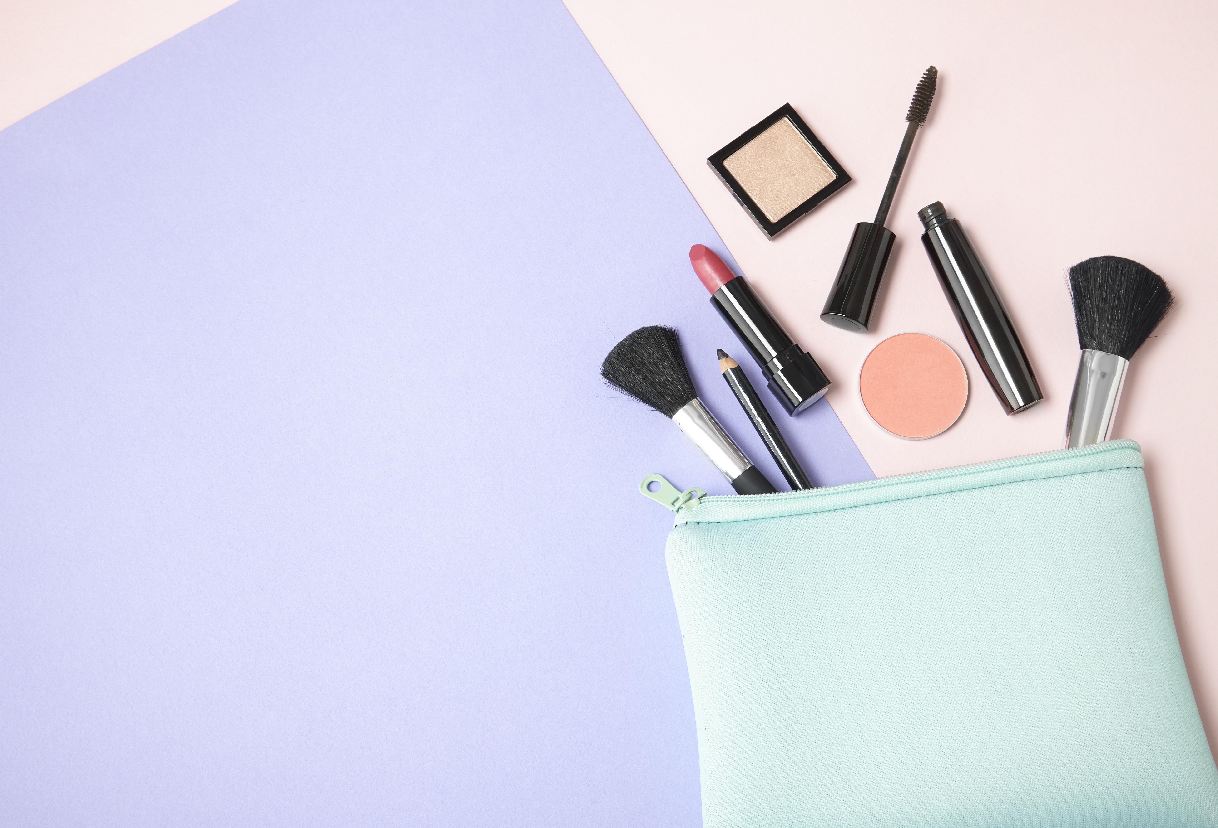 Qu'emporter dans ma trousse de maquillage pour les vacances ?