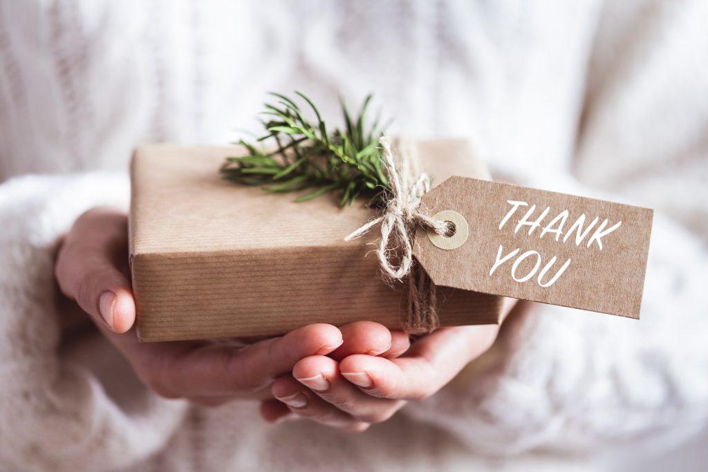 Idées de cadeaux qui changent des fleurs et du chocolat quand on est invité à dîner