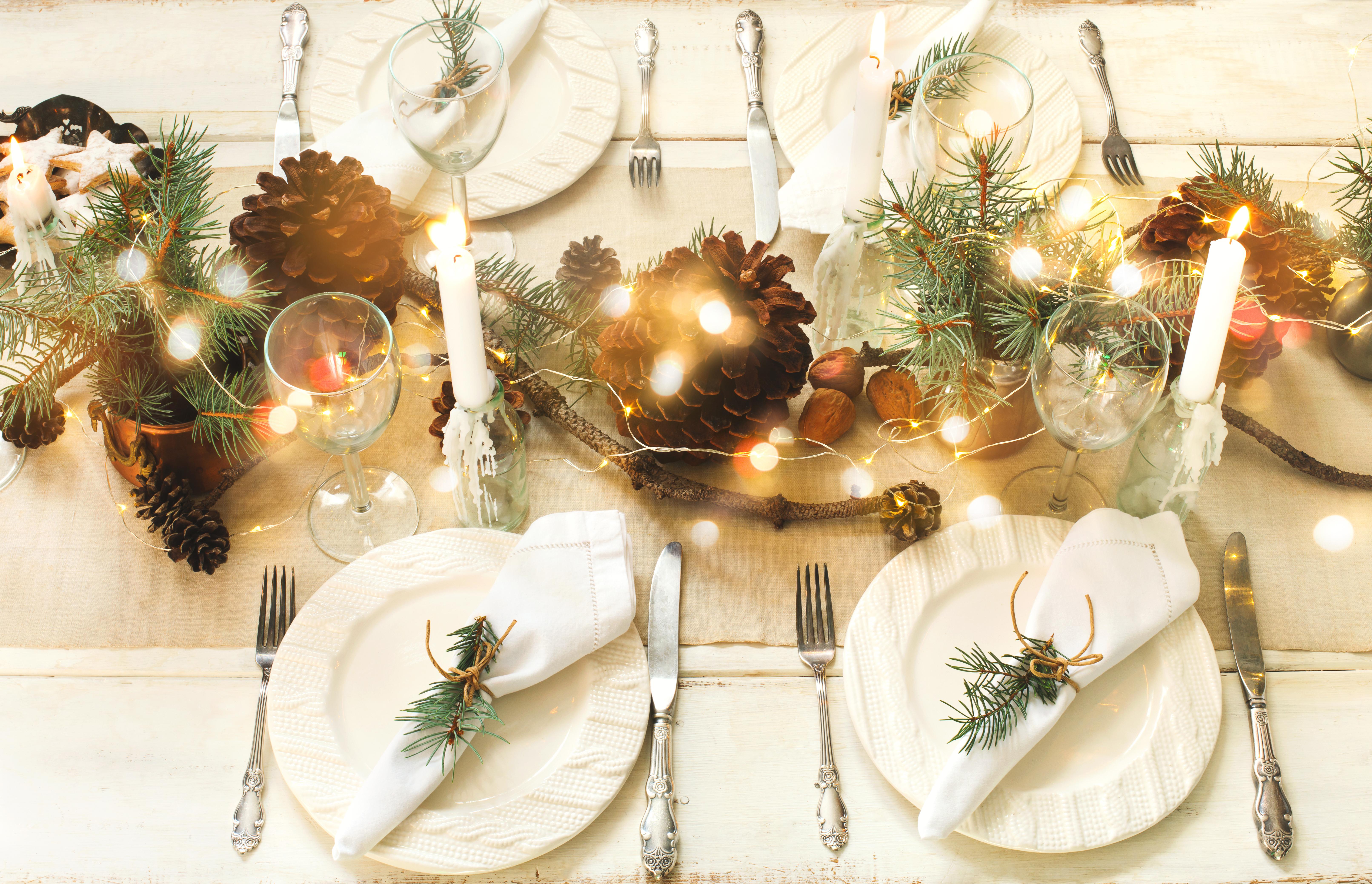 Nos 12 idées pour une table de Noël féerique