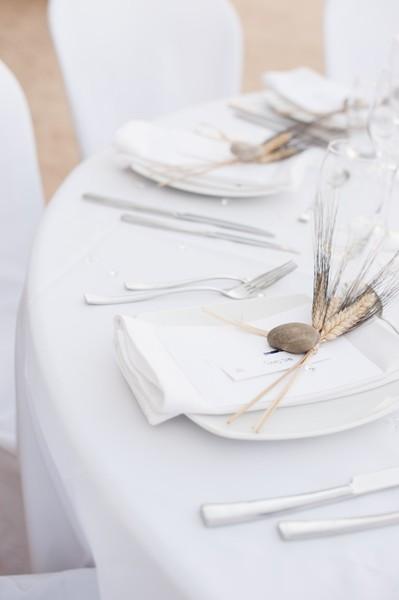 Organiser un baptême ou une communion - table banc immaculé