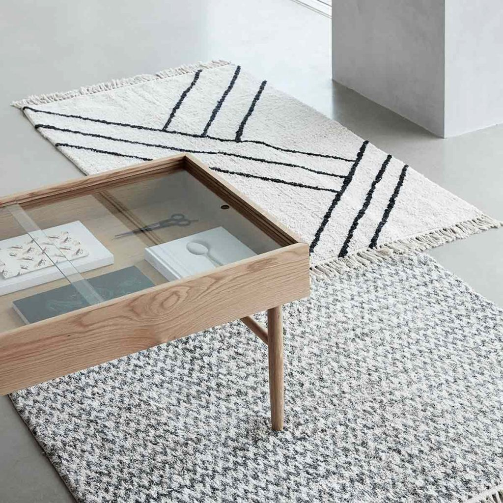 tapis-en-coton-blanc-et-noir